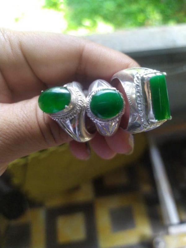 Bst Nhẫn Cẩm Thạch Xanh Hoàng Gia Tại Cửa Hàng Gmt Jade