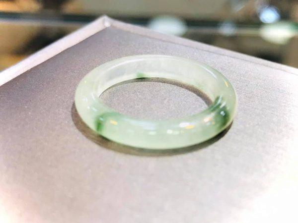 Cặp Nhẫn Ngọc Cẩm Thạch Myanmar Phát Sáng Tại Gmt Jade