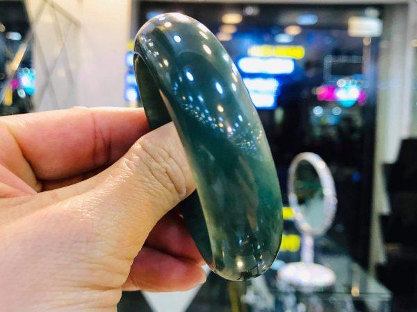 Cặp Vòng Ngọc Cẩm Thạch Màu Xanh Lạ Mắt Tại Gmt Jade